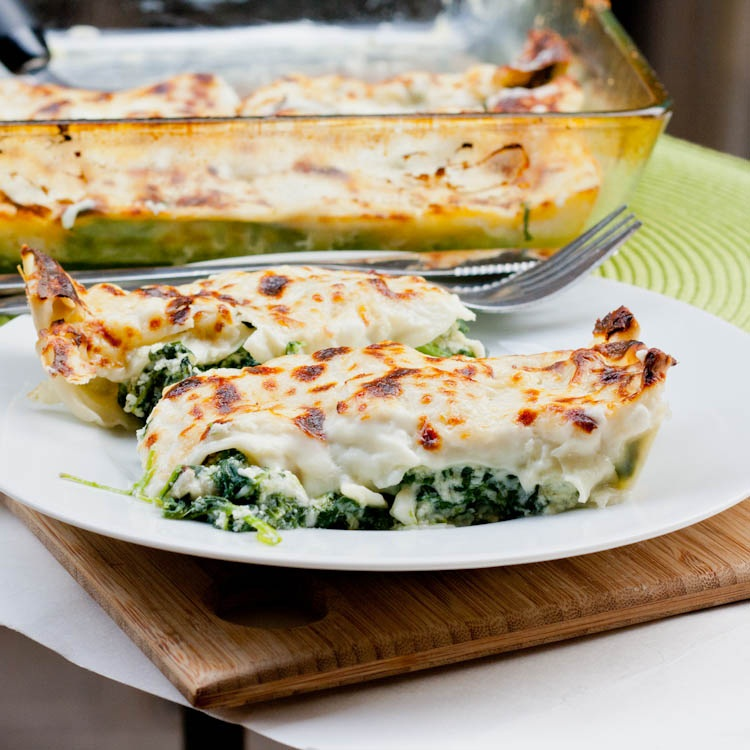 spinach cheese stuffed crepes with spinach ricotta spinach ricotta